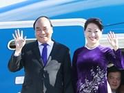 阮春福总理抵达柏林-泰格尔奥托·利林塔尔机场 会见越南驻德国大使馆工作人员及旅德越南人代表