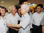 越共中央总书记阮富仲与河内市选民接触(组图)