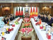 越南国家主席与孟加拉国总理谢赫•哈西娜举行会谈