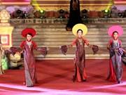 2018年顺化文化节:推崇越南国服——奥戴(组图)