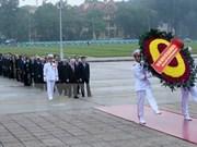越南党和国家领导人拜谒胡志明主席陵墓