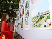 """""""祖国之春""""新闻图片展在河内举行"""