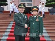 越南国防部部长冯光青大将与中国国防部部长常万全上将举行会谈