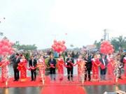 国会主席阮生雄出席广南省大门桥与沿海公路竣工通车仪式