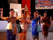 越南高级代表团访问老挝南部庆贺老挝传统新年