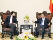 越南政府总理阮春福会见世界经济论坛执行董事菲利普·罗斯勒