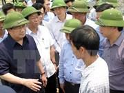 越南政府副总理郑廷勇莅临广平、广治两省考察鱼类死亡现象
