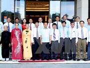 越南政府副总理张和平会见广南省橙毒剂二恶英受害者协会代表团