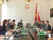 越南国会副主席汪周刘访问波兰