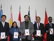 《东盟知识竞赛获奖作文选集》在阿根廷问世