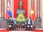 越南国家主席陈大光会见斯洛伐克总理罗伯特·菲乔