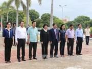 国会主席阮氏金银拜谒梅译烈士陵园和走访慰问优抚家庭
