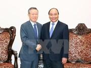 越南政府总理阮春福会见韩国总理办公室政策协调办公室前主任尹大熙
