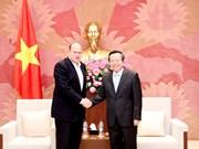 越南国会副主席冯国显会见友邦保险首席执行官