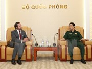 越南人民军总参谋长会见法国CNIM集团董事长