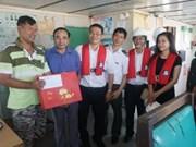 """越南海事局走访慰问被船主""""遗弃""""的3艘外籍船船员"""