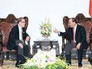越南政府总理阮春福会见马来西亚上议院前议长丹·斯里·曾永森
