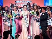 越南模特阮氏玉媛在2016环球皇后选美国际总决赛中摘下后冠