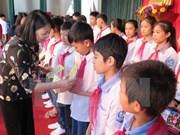 越南国家副主席邓氏玉盛看望慰问河静省灾民