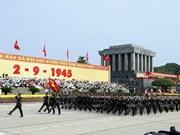 在巴亭广场隆重举行的阅兵游行仪式
