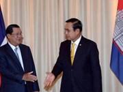 泰国总理与柬埔寨首相就促进双边关系举行会谈