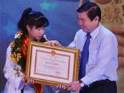 越南胡志明市六人荣获2015年优秀模范公民称号