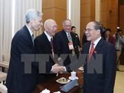 越南国会首次普选70周年:阮生雄等国会领导人会见历届国会代表