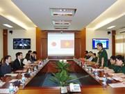 日本防卫省干部代表团探访越南通信军官学校