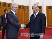 越南政府副总理阮春福会见法国国民议会议长克劳德•巴尔托洛内