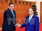 越南政府总理阮春福会见菲律宾外长阿尔门德拉斯