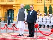 印度总理纳伦德拉•莫迪开始对越南进行正式访问