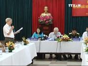 越共中央总书记阮富仲与河内市巴亭郡选民接触