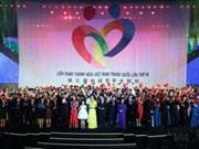 中国青年代表团离开河内 三天结下深厚友谊