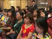 国家副主席邓氏玉盛会见模范教师代表