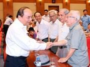 越南政府总理阮春福接触海防市海安区选民
