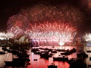 澳大利亚悉尼盛大烟火表演 迎接新年(组图)