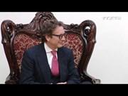 越南政府总理阮春福在政府总部会见美国先驱资本伙伴基金首席执行官范成飞
