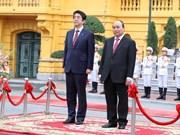 日本首相安倍和夫人开始对越南进行正式访问(组图)