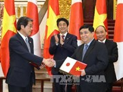 越南政府总理阮春福与日本首相安培晋三举行会谈(组图)