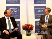 越南政府总理阮春福出席WEF会议系列活动报道