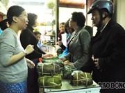 越南春节传统食品吸引老挝消费者的眼球