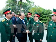 阮春福总理莅临越南人民军第一军团司令部第312师调研