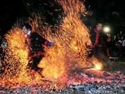 河江省巴天族同胞富有特色的跳火节