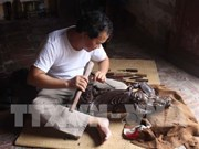 北宁省努力传承与发扬800年历史的手工木雕业精髓