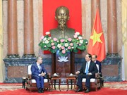 越南国家主席陈大光分别会见各国客人