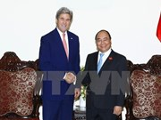 阮春福总理会见原美国国务卿约翰•克里