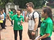 旅游志愿者为打造河内旅游形象作出积极贡献