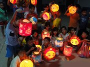 """""""送给你中秋节""""活动在越南民族文化旅游村举行"""