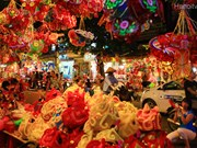 旅越华人欢度越南中秋