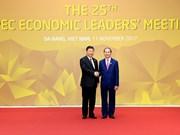 国家主席陈大光迎接APEC成员经济体代表团团长出席APEC领导人会议(组图)